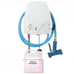 Cleaning and disinfection station